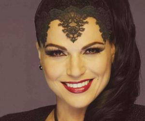 evil queen, lana parrilla, and ouat image