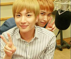 Leeteuk, sungmin, and superjunior image