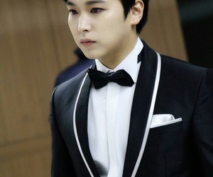 sungmin, super junior, and gaon chart k-pop awards image