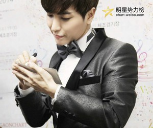 Leeteuk, super junior, and gaon chart k-pop awards image