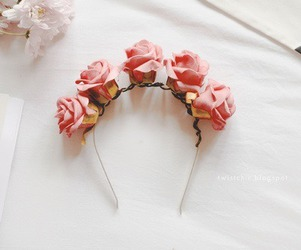 roses and accesorries image