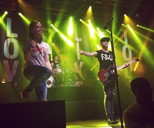 alex gaskarth, jenna mcdougall, and all time low image
