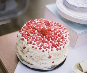 wild strawberry cake image