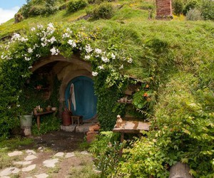 flowers, hobbit, and lord of the rings image
