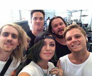 green hair, ta, and tonight alive image