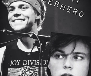 ashton, 5sosfam, and 5 seconds of summer image