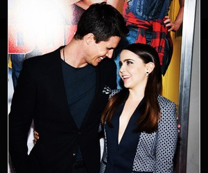 the duff, robbie amell, and mae whitman image