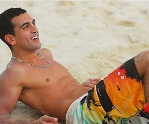 face, sexy body, and elyas m'barek image