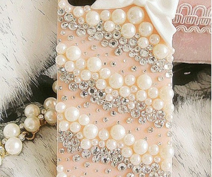 pearls and iphone image
