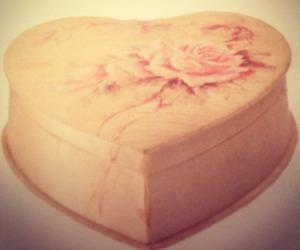 heart shaped box, kurt cobain, and pale image