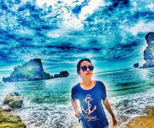 sea, hollyday, and livefolk image
