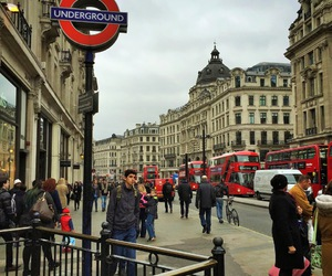 beautiful, london, and red image