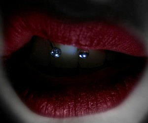 piercing, lips, and red image