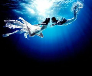 love and underwater image