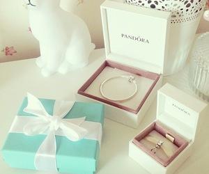 pandora and jewelry image