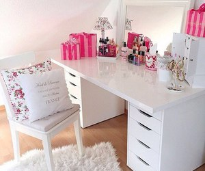 bedroom, makeup, and girly image