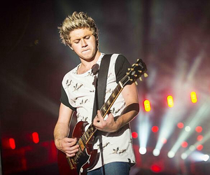 niall horan, concert, and one direction image
