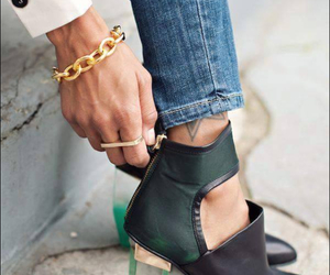 schmuck and shoes image