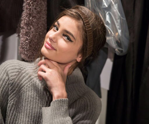 model, taylor hill, and backstage image