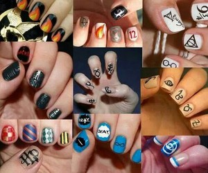 books and nails image