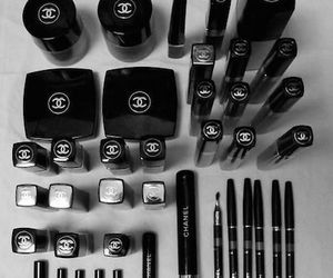 chanel and maquillaje image