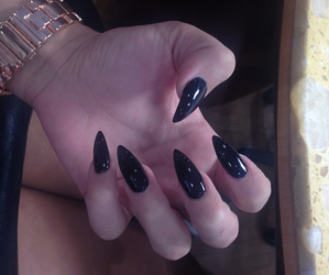 nails, black, and pale image