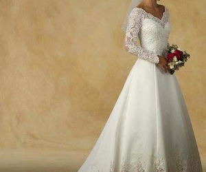 short wedding dresses, vintage wedding dresses, and vera wang wedding dresses image
