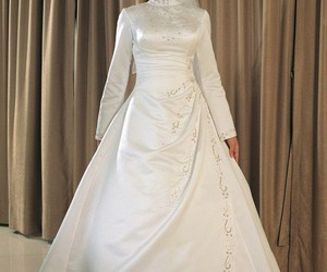 short wedding dresses, vera wang wedding dresses, and vintage wedding dresses image