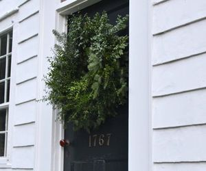 green and wreath image