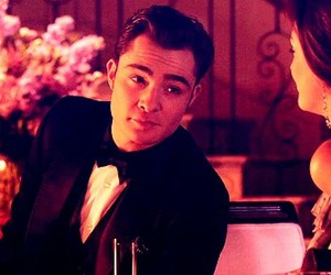 chuck bass, gossip girl, and chair image