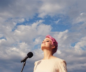music, pink hair, and pixie cut image