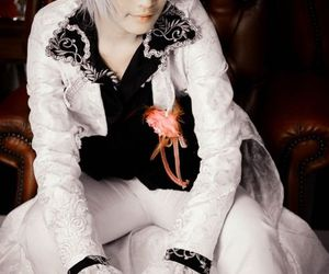 anime cosplay, vampire knight cosplay, and silver hair guy cosplay image