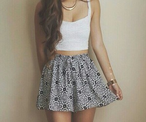 outfit, crop top, and falda image