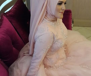 bow, Dream, and hijab image