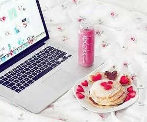 food, macbook, and pancakes image