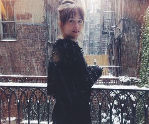 dakota johnson snow image