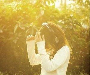 girl, headphones, and light image