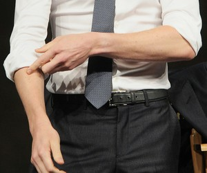 hands and tom hiddleston image