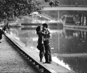 b&w, lovers, and paris image