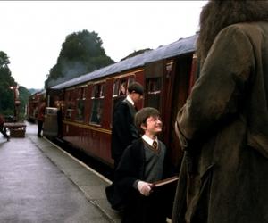 daniel radcliffe, harry potter, and hogwarts express image