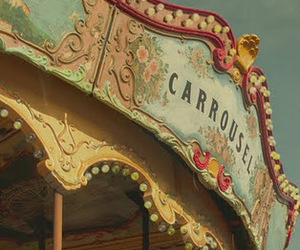 carrousel image