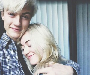 lucky blue smith and model image