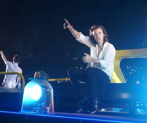 Harry Styles, one direction, and otra image