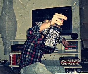 jack daniels, alcohol, and boy image