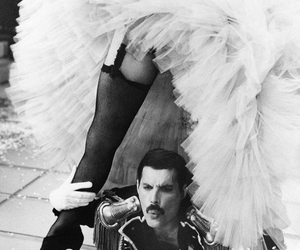 Queen and Freddie image