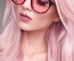 pink hair, pink sunglasses, and kirsty image