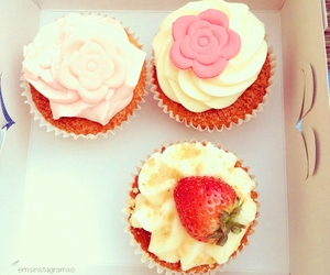 food, yummy, and cupcakes image