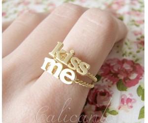 kiss and ring image
