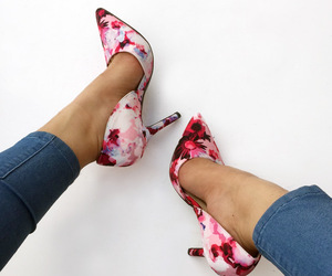 high heels, classic pumps, and pointed pumps image