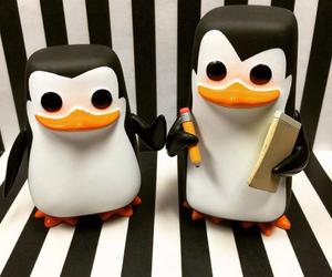 pinguinos and funko pop image